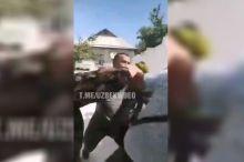 Сурхондарёда уй эгалари МИБ ходимларини дўппослади (видео)