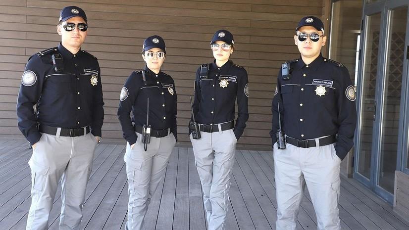 Ўзбекистонда туризм полицияси ходимлари янги формага эга бўлди (фото)