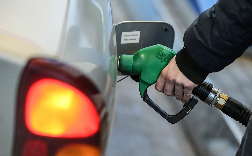 Ўзбекистон расмийлари: бензин сифатли, муаммо уни сотаётган маҳаллий тадбиркорларда