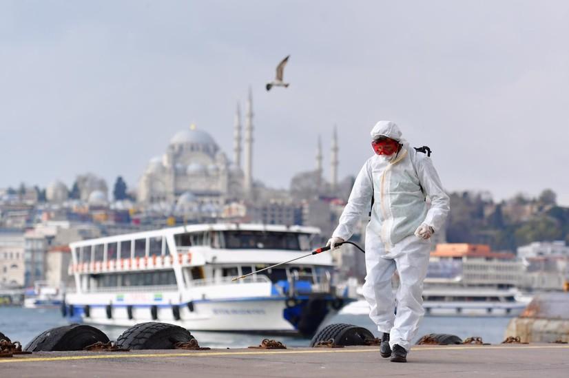 Туркия коронавирусга қарши чекловларни юмшатмоқда