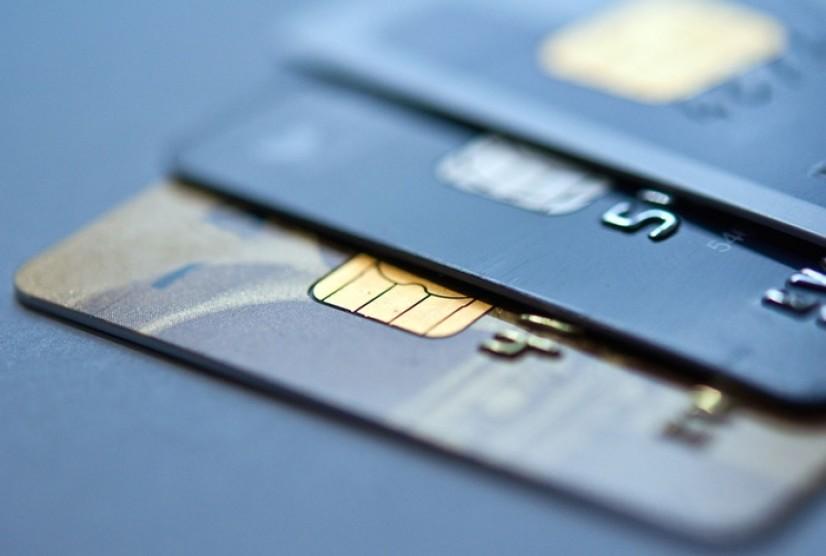 Муомаладаги энг кўп пластик карталар қайси банкка тегишли?