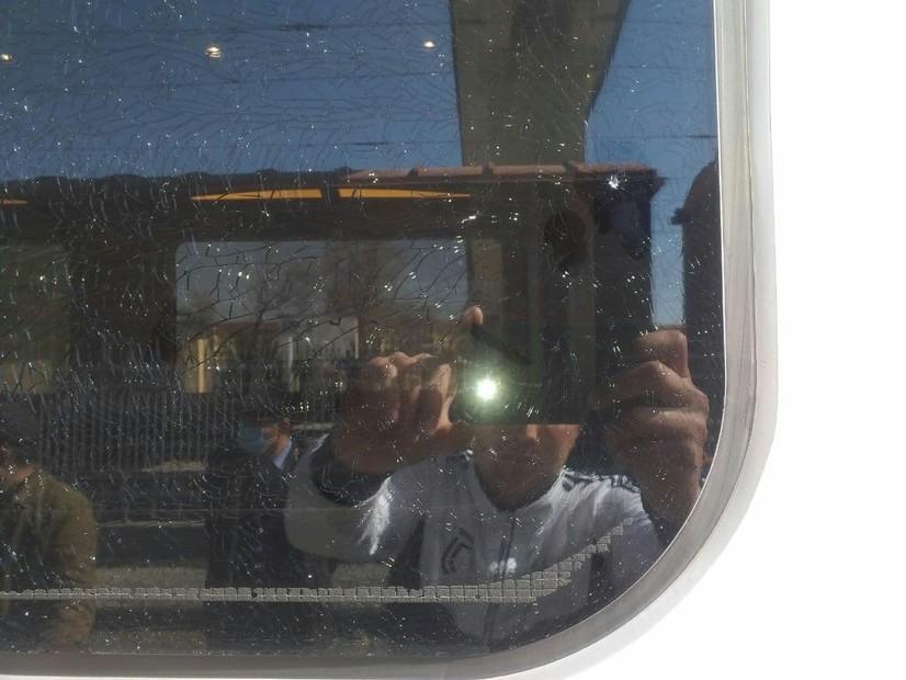 Темирйўлчининг фарзанди поезд ойнасига тош отди