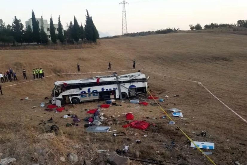 Туркияда автобус ҳалокатга учраши натижасида 14 киши ҳалок бўлди