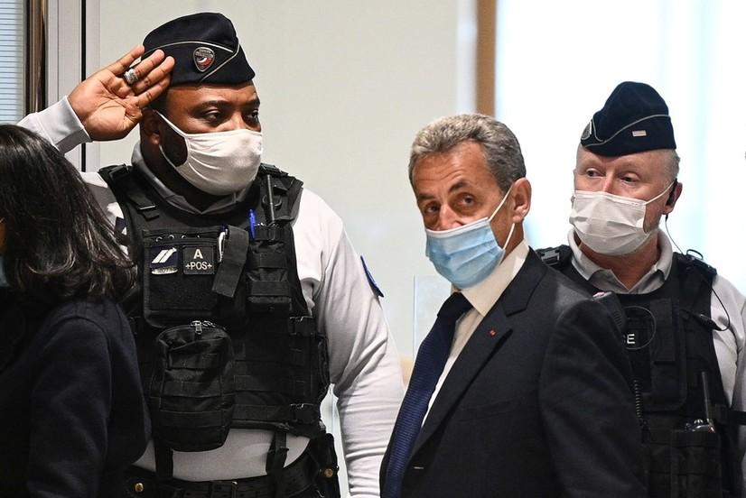 Франция прокуратураси собиқ президентни қамашни сўрамоқда