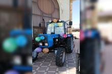 100 ёшли ўзбекистонлик уруш фахрийсига трактор совға қилинди