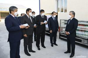 Prezident Nukusda baliqchilik va qishloq xo'jaligi loyihalarini ko'zdan kechirdi (foto)