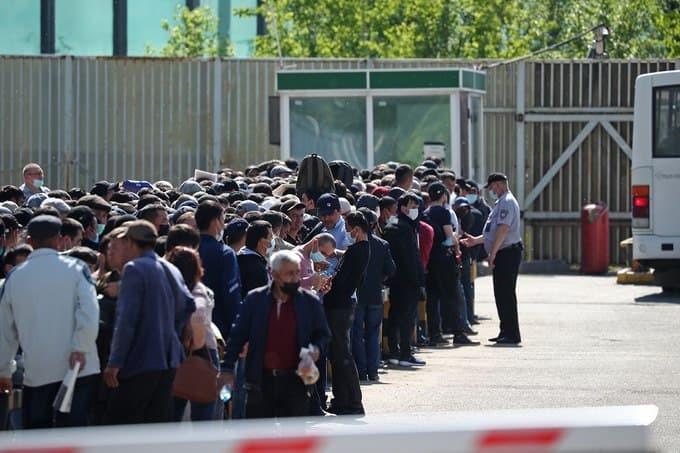 Мигрантлар учун Россияда ноқонуний бўлиб туриш муддати 30 сентябрга қадар узайтирилди
