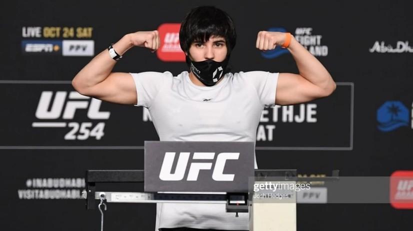 UFC'нинг ўзбекистонлик илк аёл-жангчиси мусобақалардан четлатилди