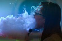 Уч америкалик электрон сигарет чекиш оқибатида вафот этди