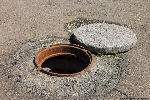 Хоразмда канализацияга тушган уч киши тирик чиқмади