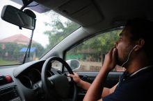 Ижтимоий тармоқларда автомобиль томига чиқиб, уни «учираётган» тошкентлик ҳайдовчининг видеоси тарқалди