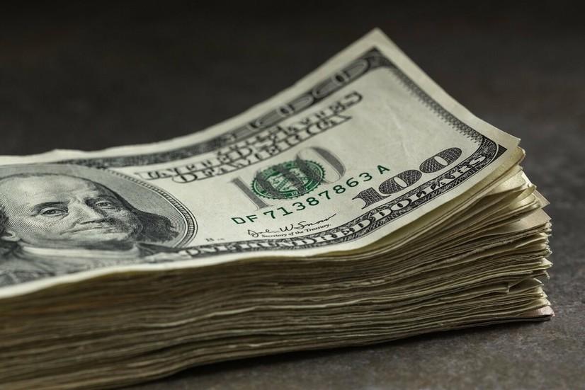 Ўзбекистонда долларнинг расмий курси уч кунлик пастлашдан сўнг кўтарилди