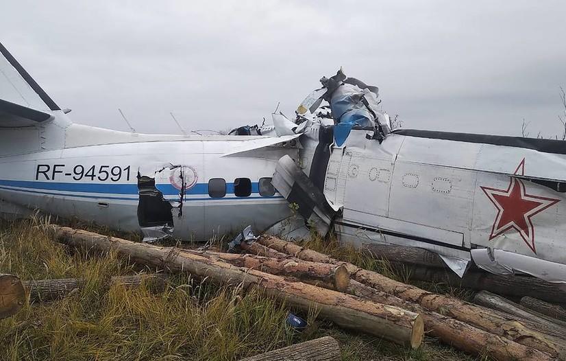 Россия: бортида 20 нафар парашютчи бўлган самолёт қулади