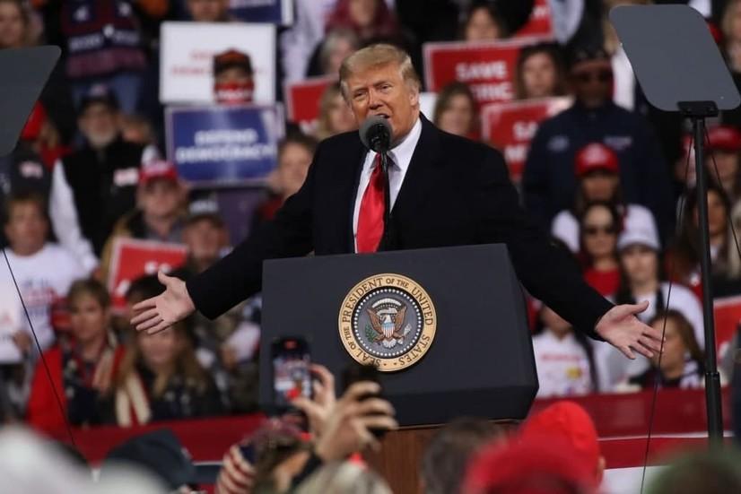 Трамп келаётган ҳафтадан АҚШда коронавирусга қарши эмлаш бошланишини эълон қилди