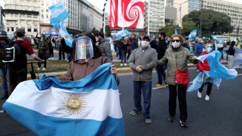 Аргентинада карантин қоидаларини бузганлик учун $7000 жарима белгиланди