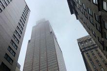 Нью-Йоркда вертолёт осмонўпар бинолардан бирига келиб урилди (видео)