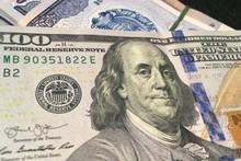 Марказий банк йил охирига бориб доллар курси тахминан қанча бўлишини маълум қилди