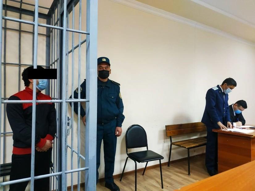 Прокурор Самарқандда рафиқасига мажбурлаб памперс едирган эркакни 8,5 йилга озодликдан маҳрум этишни сўради