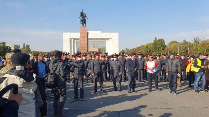 Бишкек ҳануз нотинч, Атамбаев яна қўлга олинди