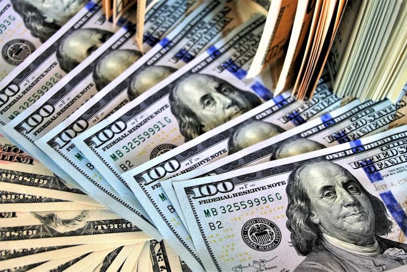 Бир неча кунлик қимматлашдан сўнг доллар курси пасайди