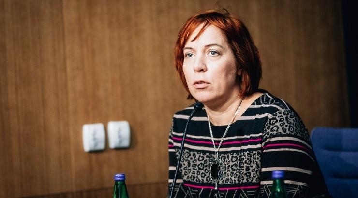 Эстония президенти фарзандларини мактабга хизмат машинасида олиб борган вазирни ишдан бўшатди