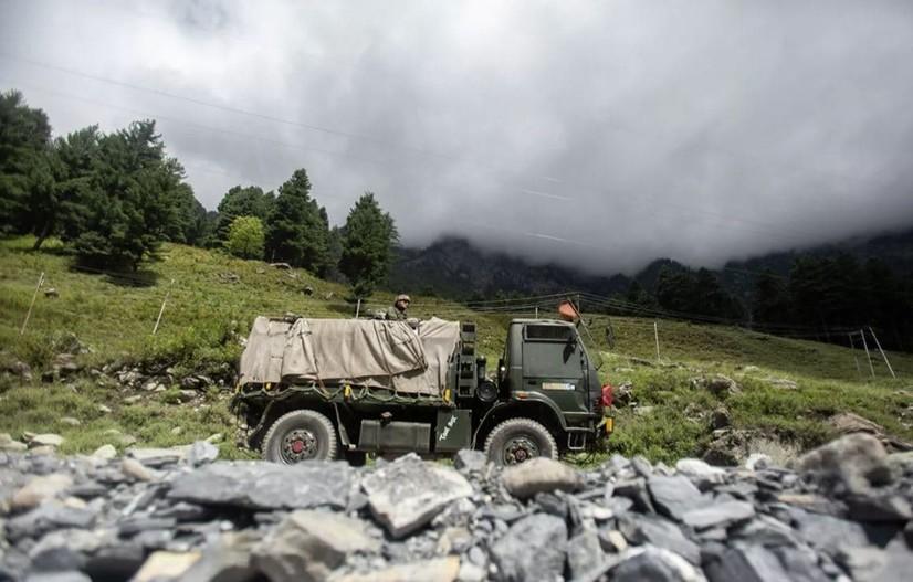 Террорчиларнинг кириб келиши туфайли Кашмирда алоқа ва интернет узилиб қолган