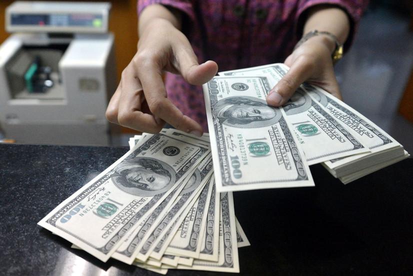 Доллар курси қаторасига иккинчи кун пасайди