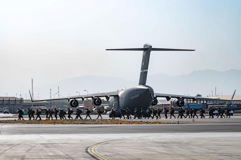 АҚШ эвакуацияни тугатди. Америкаликларнинг охирги самолёти Афғонистонни тарк этди