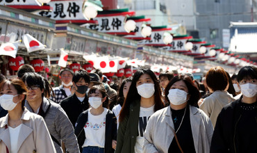 Япон тадқиқотчилари ниқоблар коронавирусни тўсиб қўйишини кўрсатиб берди, аммо у ҳам мукаммал эмас