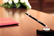 Президентнинг расмий белгилари қабул қилинди
