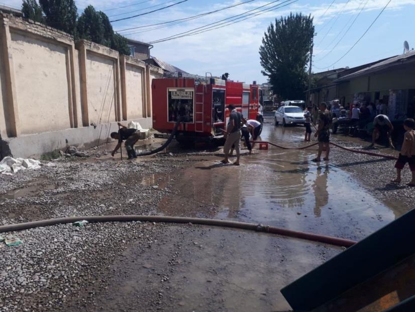 Наманганда кучли ёғингарчилик сабаб баъзи ҳудуд аҳолиси эвакуация қилинди