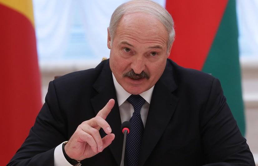 Лукашенко ШҲТ мамлакатларини ўзаро савдода доллардан воз кечишга чақирди