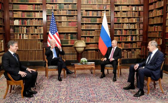 Россия президенти Владимир Путин ва АҚШ президенти Жо Байденнинг тор доирадаги музокаралари якунланди