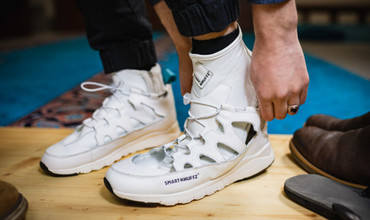 Германиялик профессор таҳоратда оёқларни артиш кифоя қиладиган кроссовкалар тақдим қилди (фото)