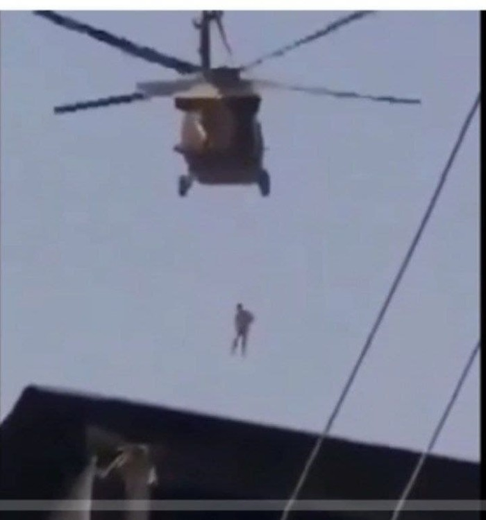 «Толибон» ҳаракати таржимонни қатл қилиб, вертолётда аҳолига кўрсатди