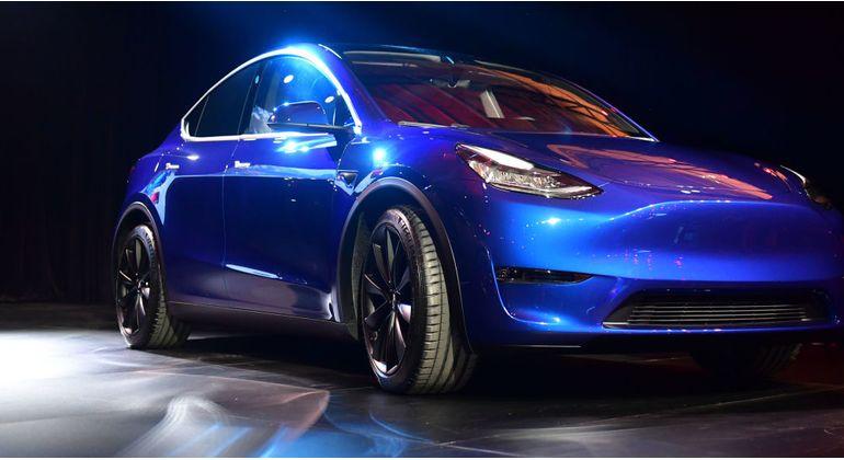 Tesla компанияси энг янги электромобилини тақдим этди