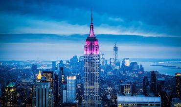 Нью-Йоркдаги Эмпейр-Стейт-Билдинг мамлакатда фавқулодда вазият эканини эслатмоқда (видео)