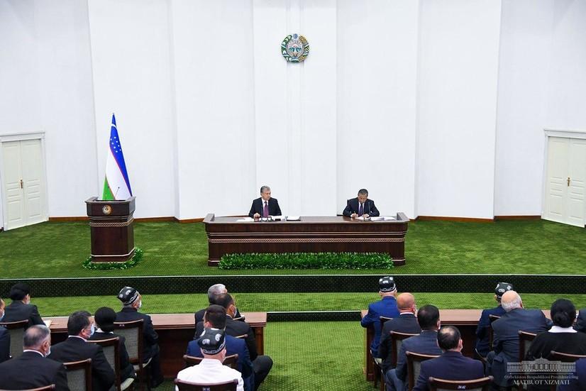 Президент Андижонда оилаларга субсидия ажратиш, йўллар ва сув тармоқларини таъмирлашни буюрди