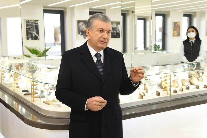 Президент Тошкентда янги очилган заргарлик корхонасининг фаолияти билан танишди