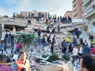 Измирдаги зилзила. 2020 йил 30 октябр. Фото: Tuncay Dersinlioglu/Reuters
