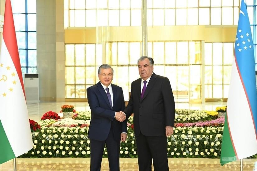 Ўзбекистон Президенти Душанбеда тантанали кутиб олинди (фото)
