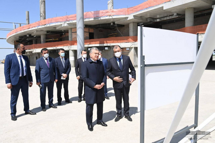 Президент Самарқанд шаҳрига етиб келди