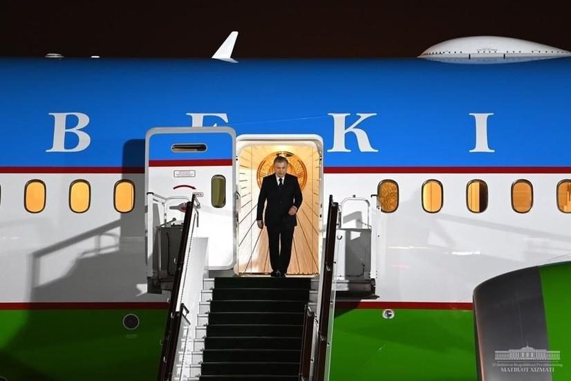Президент Туркманистонга амалий ташрифини якунлаб, Тошкентга қайтди