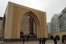 Қирғизистон собиқ президенти Алмазбек Атамбаев қурган масжидга тақиқ қўйилди
