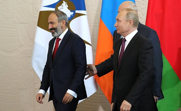 Путин КХШТ мамлакатларини Пашинянни қўллаб-қувватлашга чақирди