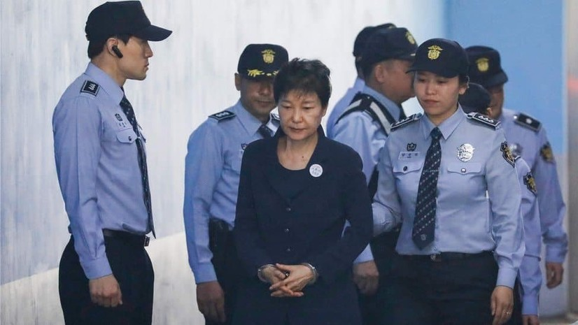 Жанубий Кореянинг собиқ аёл президенти 20 йил қамоқда ўтирадиган бўлди