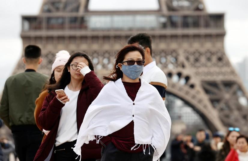 Париж ва яна саккизта француз шаҳрида комендантлик соати жорий этилди