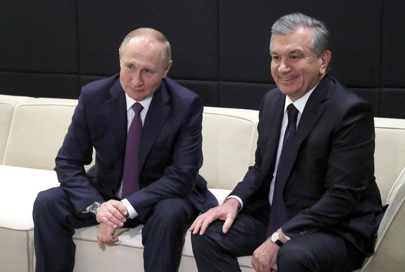 Мирзиёев Путинни Россия куни билан табриклади
