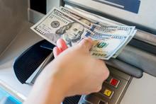 Марказий банк: Бизда халқаро тўлов карталаридаги валютани нақдлаштириш комиссияси МДҲ мамлакатларидан сезиларли даражада паст
