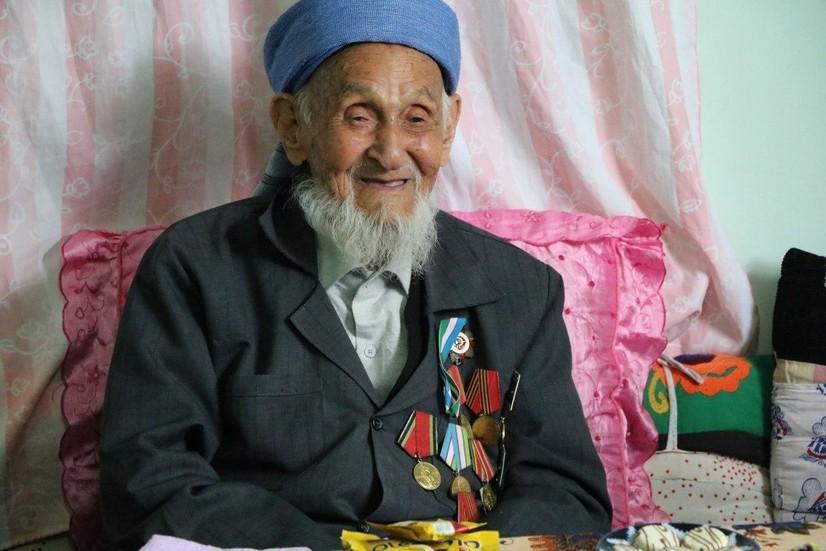 Ўзбекистонда 100 ёшдан ошган нуронийлар «Шуҳрат» медали билан тақдирланди